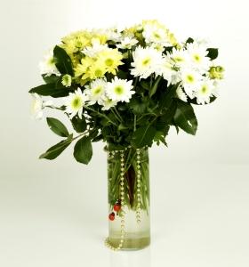 Cam vazoda kır çiçekleri