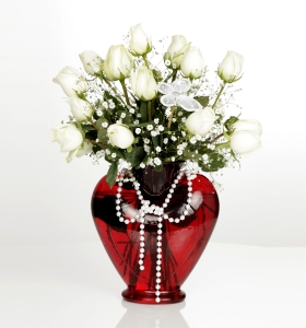 Kalp Camda Beyaz Güller