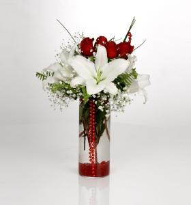 Silindir Vazoda Kırmızı Gül ve Beyaz Lilyum
