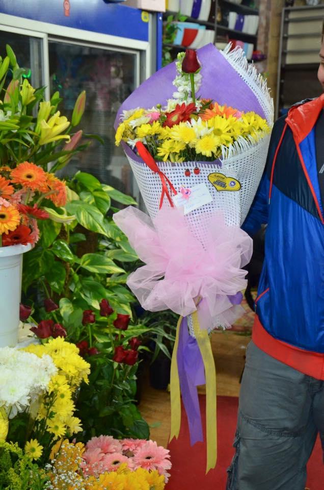 Adana İçin Tek Güllü Kır Çiçeği Buketi