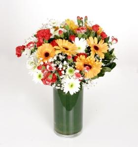 Cam Vazoda Rengarenk Kır Çiçekleri